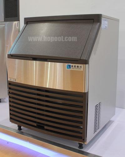 机器设计时尚大方,流线型外观,结构科学合理,根据冰形状将制冰机可分